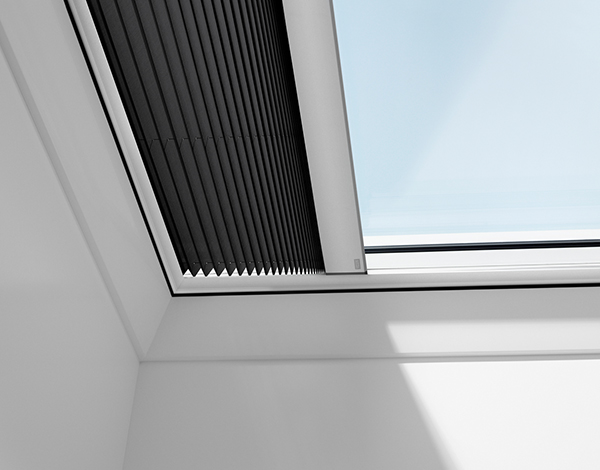 Pleated blinds for flat roof windows